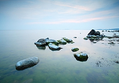 סלעים במים